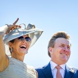 28. Juni 2018  Besonders Königin Máxima freut sich riesig über den freundlichen Empfang am Segelzentrum Medemblik.