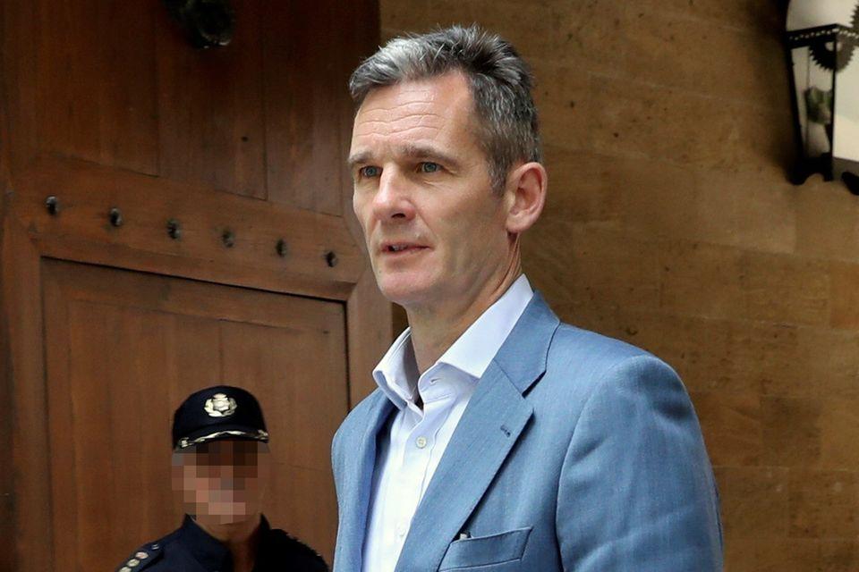 Iñaki Urdangarín holte seinen Haftbefehl nach der Verurteilung am Landgericht in Palma de Mallorca selbst ab. Der Familienvater muss für knapp sechs Jahre ins Gefängnis.