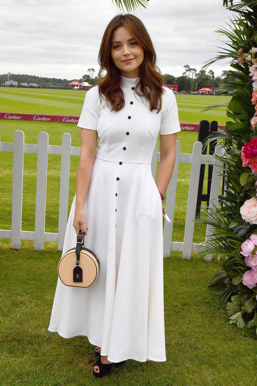 """""""Victoria""""-Star Jenna Coleman glänzte mit diesem eleganten Sommerkleid nämlich schon zwei Wochen zuvor bei einem Polo-Turnier in Windsor."""