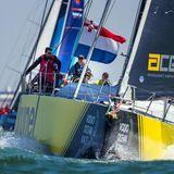 29. Juni 2018  An Bord des eindrucksvollen Segelschiffs vom Team Brunel beim Volvo Ocean Race bei Den Haag steht kein Geringerer als König Willm-Alexander selbst am Steuerrad.