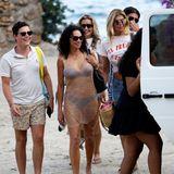 Ein neuer Tag auf Ibiza, ein neues OutfIt: Lilly Becker zeigt sich freizügig in einem Hauch von Nichts. Das durchsichtige Netzkleid zeigt mehr als es versteckt. Diesen Body braucht Lilly aber auch ganz und gar nicht verstecken. Zu ihrem Strandlook kombiniert sie luxuriöse Accessoires.