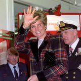 Eineleganter Mantel im schottischen Karo-Look gehörte auch in den Kleiderschrank von Lady Diana.