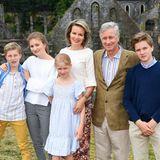 24. Juni 2018  In ihrem Sommerurlaub steht die belgische Königsfamilie traditionell für ein Familienfoto bereit. König Philippe und Königin Mathilde sind mit ihren KindernPrinz Emmanuel, Prinzessin Eléonore, Prinzessin Elisabeth und Prinz Gabriel nach Wallonien gereist.
