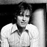 """2. Juli 2018: Alan Longmuir (70 Jahre)  Die Musikwelt trauert: Alan Longmuir, der Bassist der Bay City Rollers ist im Alter von 70 Jahren gestorben. Das berichten mehrere Medien übereinstimmend. Demnach erklärt ein offizielles Statement auf Twitter, Alan Longmuir sei """"umgeben von seinen Liebsten"""" in einem Krankenhaus gestorben. Noch vor wenigen Wochen musste der Musiker nach Großbritannien zurückgeflogen werden, weil er in Mexiko erkrankt war. Die """"Bay City Rollers"""" haben vor allem in den 70er-Jahren große Erfolge gefeiert, Hits wie """"I Only Wanna Be With You"""" und """"Bye, Bye, Baby"""" haben sie berühmt gemacht."""