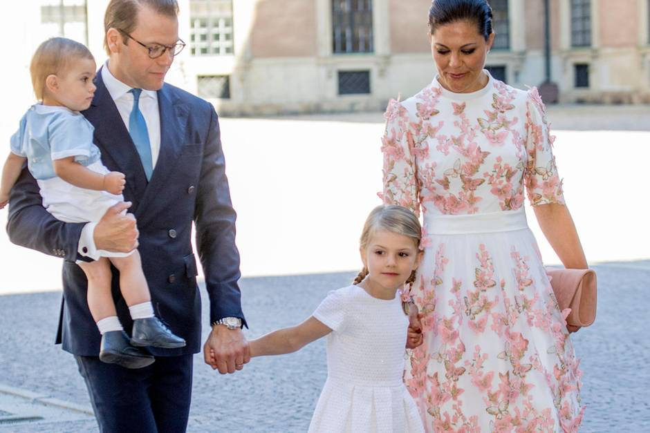 Prinz Daniel (mit Prinz Oscar auf dem Arm), Prinzessin Estelle und Prinzessin Victoria