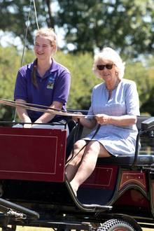 3. Juli 2018   Im malerischen DorfEglwyswrw (so heißt das Dorf wirklich!) in Wales besucht Herzogin Camilla die Pferdefarm Dyfed Shire.