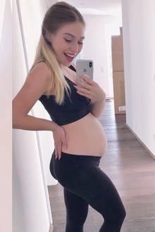 """""""Es hat sich ganz schön viel verändert die letzten Monate"""", schreibt Bianca Heinicke alias """"Bibis Beauty Palace"""" zu diesem Fotovergleich auf Instagram. Die 25-Jährige ist bereits im siebten Monat schwanger und der Babybauch wächst und wächst..."""