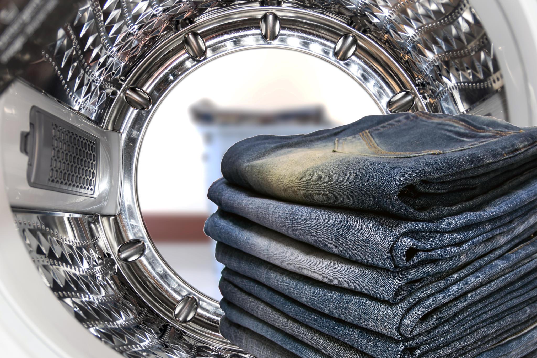 wichtige jeanspflege regel niemals in die waschmaschine. Black Bedroom Furniture Sets. Home Design Ideas