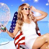 Paris Hilton feiert den 4. Juli, wie sie eigentlich alles feiert: Mit viel Glitzer und Glamour.