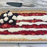 Suits-Star Sarah Rafferty hat zum Unabhängigkeitstag einen ganz besonderen Kuchen gebacken.