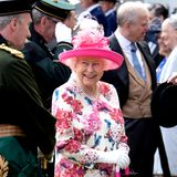 "4. Juli 2018   Passend zur ""Royal Garden Party"" im Palace of Holyroodhouse in Edinburgh zeigt sich Queen Elizabeth im farbenfrohen, floralen Muster."