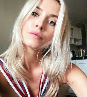 Model Lena Gercke hat eine makellose Haut.