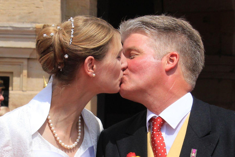 Glücklich: Stephanie Prinzessin von Sachsen-Coburg und Gotha und ihr Mann Jan Stahlnach der standesamtlichen Trauung