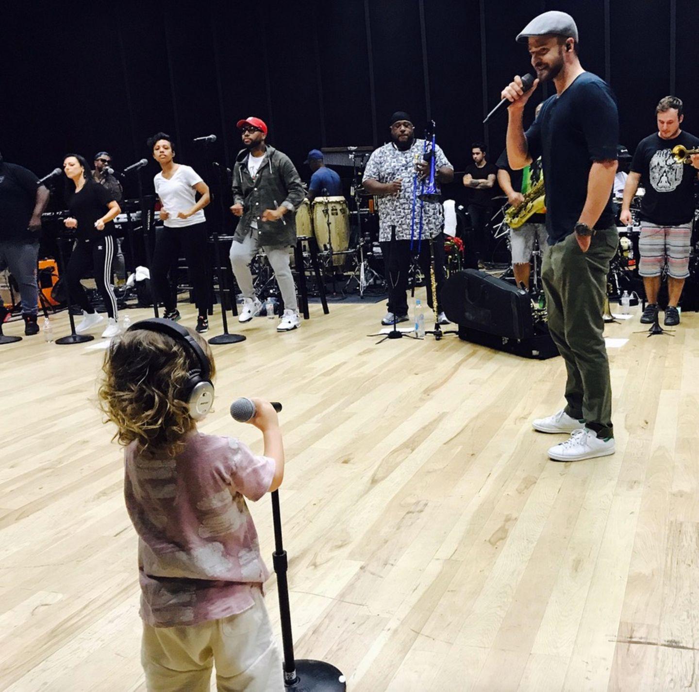 17.Juni 2018  Zu diesem Foto mit Sohn Silas findet Jessica Biel am Vatertag auf Instagram liebevolle Worte für ihren Mann Justin Timberlake.