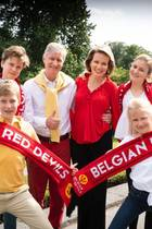 6. Juli 2018  Die belgische Königsfamilie ist wieder im Fußballfieber (Archivfoto) und feuert ihre Nationalmannschaft beim WM-Viertelfinalspiel gegen Brasilien an. Das Daumendrücken hat geholfen, denn Belgien zieht mit 2:1 ins WM-Halbfinale ein.