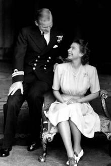 09. Juli 2018  Wie die Zeit vergeht: Am 9. Juli 1947 beschließen Queen Elizabeth II und Philip Mountbatten offiziell zu heiraten. Einen Tag darauf, am 10. Juli 1947 werden dieVerlobungsfotos veröffentlicht.