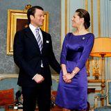24. Februar 2009  Auch Prinzessin Victoria von Schweden und dem jetzigen Prinz Daniel ist bei der Bekanntgabe ihrer Verlobung im Königlichen Palast ihr Glück anzusehen. Victorias lilafarbenes Satin-Kleid unterstreicht ihr Strahlen nur noch mehr.
