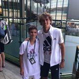 6. Juli 2018  Romeo Beckham trifft beim Tennis-Turnier von Wimbledon den deutschen SpielerAlexander Zverev. Stolz posiert der Beckham-Sproß mit seinem sportlichen Idol.