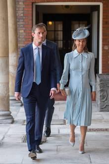 Die schwangere Pippa Middleton und ihr Mann James Matthews nach der Zeremonie in der Royal Chapel St Jame's.