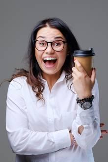 Wird dieser Frau der Kaffeegenuss zum Verhängnis?