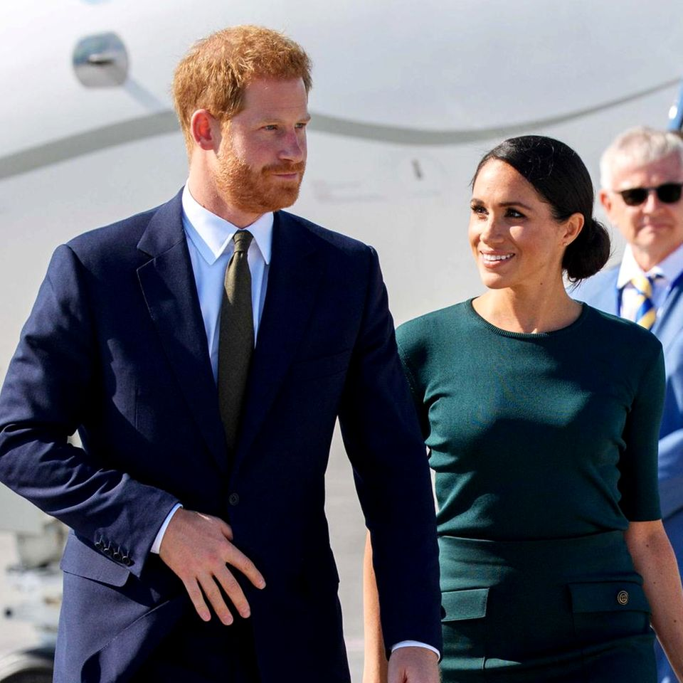10. Juli 2018  Ankunft am Dublin City Airport: Herzogin Meghan zeigt sich in modischem Irisch-Grün.