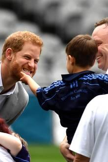 11. Juli 2018  Kein Event ohne einen niedlichen Prinz-Harry-Moment. Auch Ehefrau Meghan ist begeistert.