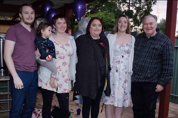 Shirley Potter mit ihren Kindern und ihrem Mann