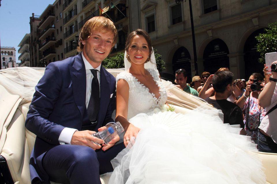 Im April 2013 gabIvan Rakitić seiner Racquel nach zwei Jahren BeziehungseinJawort in Sevilla.