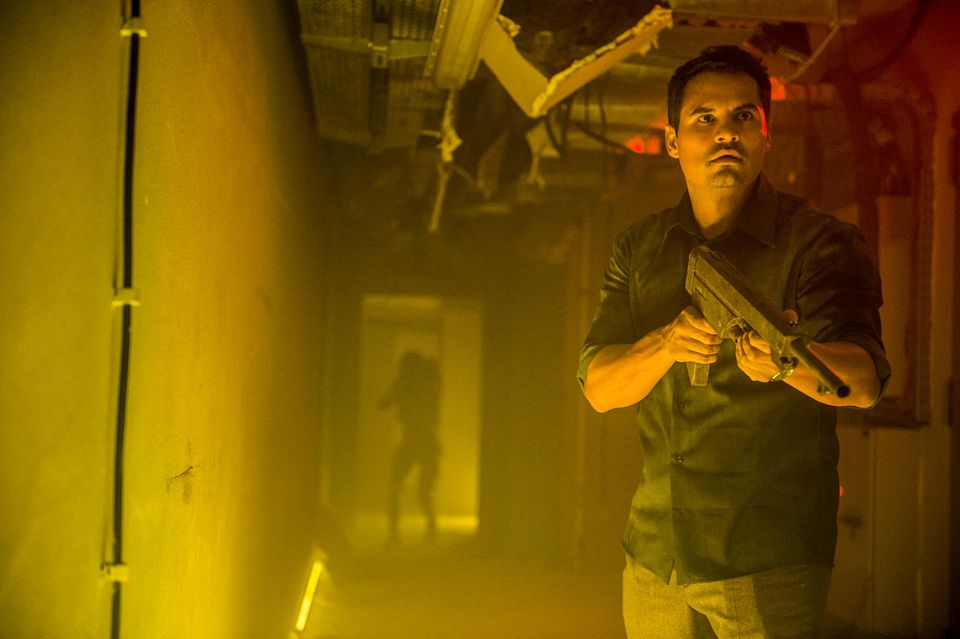 """Michael Pena (ab 27. Juli in """"Extinction"""" bei Netflix zu sehen)"""