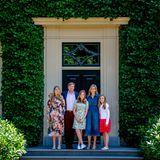 13. Juli 2018   König Willem-Alexander und Königin Máximaposieren mit ihren TöchternPrinzessin Ariane, Prinzessin Alexia undPrinzessin Amaliabeim traditionellen Sommer-Fototermin auf dem Gelände der Villa Eikenhorst.