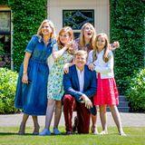 13. Juli 2018  Papa Willem-Alexander geht vor seinen Töchtern und seiner Ehefrau auf die Knie.