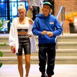 Hailey Baldwin und Justin Bieber haben sich verlobt: Während eines Urlaubs in den Bahamas stellte der Sänger die Frage aller Fragen. Nachdem die Geschichte erst für ein Gerücht gehalten wurde, bestätigten sowohl Justins als auch Haileys Eltern die Verlobung...