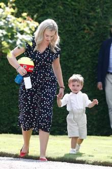 Prinz Oscar fühlt sich bei Philippa sichtlich wohl.
