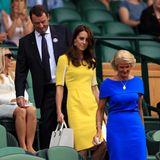Denn bereits in 2016 trägt Kate schon einmal ein strahlend gelbes Kleid in Wimbledon. Damals ist es ein Modell der Designerin Roksanda, das mit hellen Einsätzen an den Ärmeln daherkommt. Wer hat hier also wen inspiriert?!