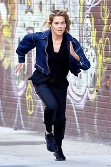 """Und Action! Bei den Dreharbeiten zu der neuen """"Jessica Jones""""-Staffel In New York legt sich Rachael Taylor ordentlich ins Zeug."""