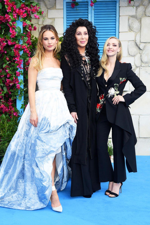 """Lily James, Cher und Amanda Seyfried sind die Hingucker bei der """"Mamma Mia! Here We Go Again""""-Weltpremiere im """"Apollo"""" in London."""