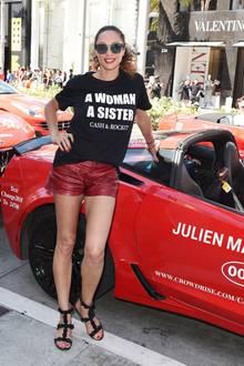 Lilly Becker: Auch in T-Shirt und Shorts macht Lilly Becker eine gute Figur! Das Outfit ist durch den Materialmix sportiv und sexy zugleich.