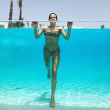 Die Sonne auf Ibiza heizt den Besuchern der Insel besonders in diesen Tagen ordentlich ein. Da kommt eine kleine Abkühlung im Pool genau recht – das denkt sich auch diese Model-Mama. Im sexy Leo-Bikini lässt sie sich vom kühlen Wasser tragen und hält ihre Pool-Party mit einem Schnappschuss auf Instagram fest. Wer hier so fröhlich über den Rand des Schwimmbeckens schaut? Cathy Hummels!