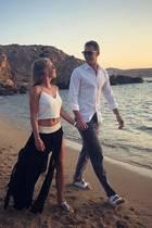 """17. Juli 2018  DerTitel """"Fußballweltmeister"""" geht, die Liebe bleibt: """"Summer vides"""", postet Manuel Neuers Ehefrau Nina zu dem sommerlichen Urlaubsbild."""