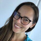Erkennen Sie den Emoji, den Ana Ivanovic versucht darzustellen? Anlässlich des Welt-Emoji-Tags hat sich die hübsche ehemalige Tennisspielerin eine schicke Brille aufgesetzt und präsentiert diese ihren Instagram-Fans.