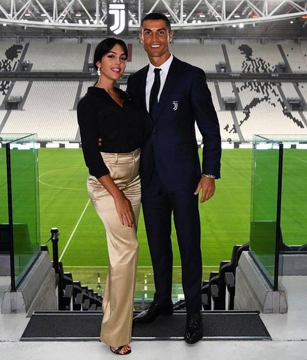 17. Juli 2018  Dieses hübsche Pärchenfoto mit Georgina postet Cristiano Ronaldo auf seinem Instagram-Account.