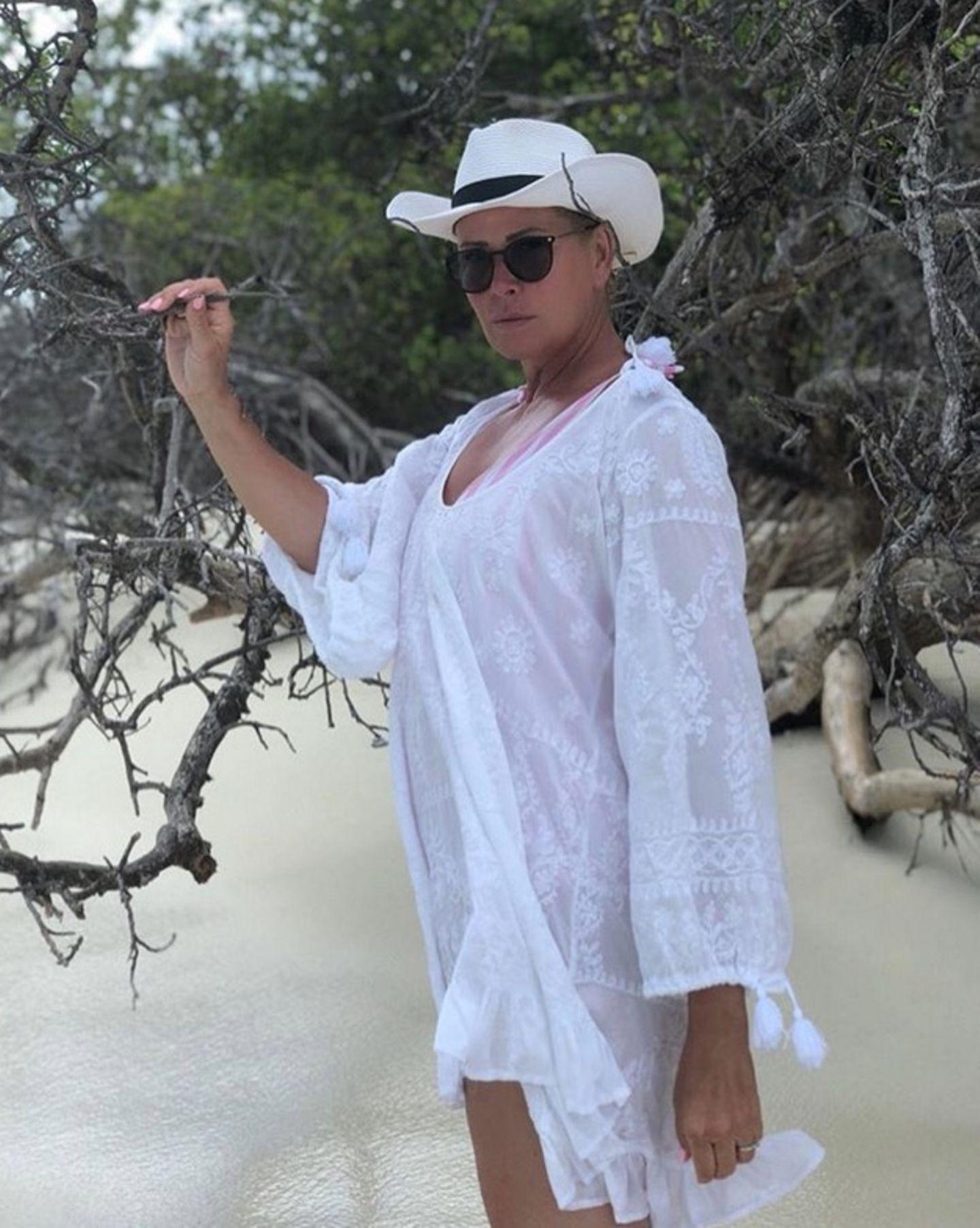 Denn auf diesem Foto von Claudia Effenberg ein paar Tage zuvor, sieht man selbst unter der weiten Tunika deutlich ein paarmehr Kilos.