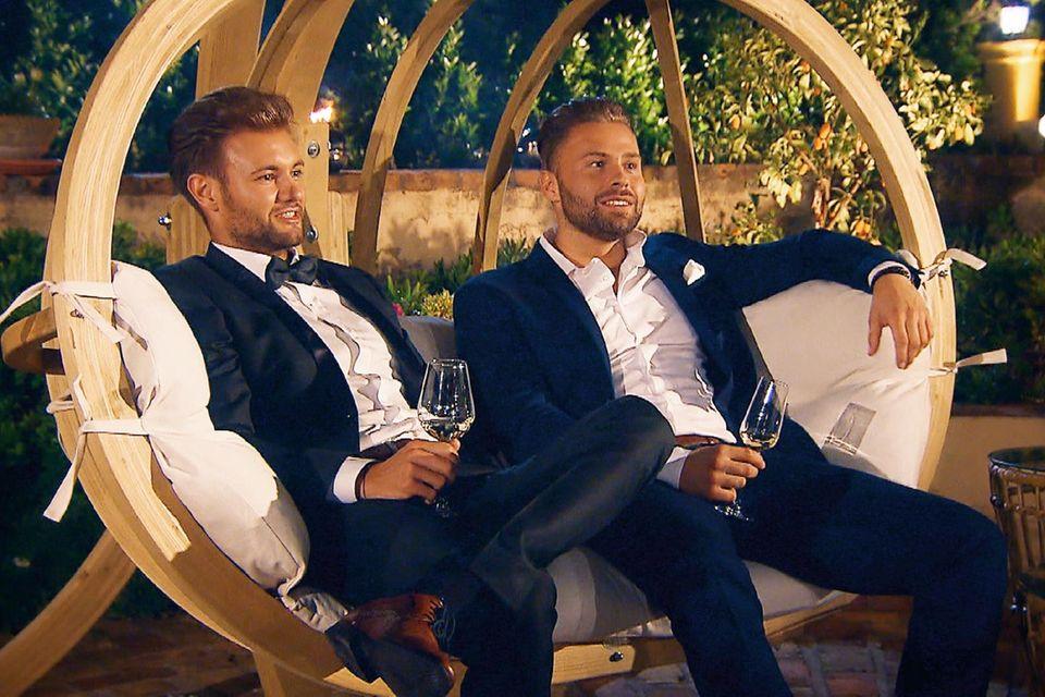 Schicker Anzug, Haare zurück, schniekes Lächeln - Daniel und Kevin gehören zu den Schönlingen bei der Bachelorette 2018.