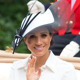"""Bei""""Royal Ascot"""" greift Herzogin Meghan etwas in den Farbtopf und trägt neben leichten Smokey Eyes auch Contouring."""