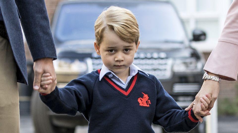 September 2017  Kann man diesem zuckersüßen Blick widerstehen? Prinze George an seinem ersten Schultag.