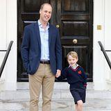 September 2017  Dieser zauberhafte Vater-Sohn-Schnappschuss entsteht kurz vor Einschulung von Prinz George. Der kleine Prinz lacht fröhlich in die Kamera.