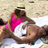 """5. Juli 2018  """"Es sind die kleinen, stillen Momente, die am meisten zählen"""", postet Jennifer Lopez liebevoll zu dem Strand-Foto mitAlex Rodríguez."""