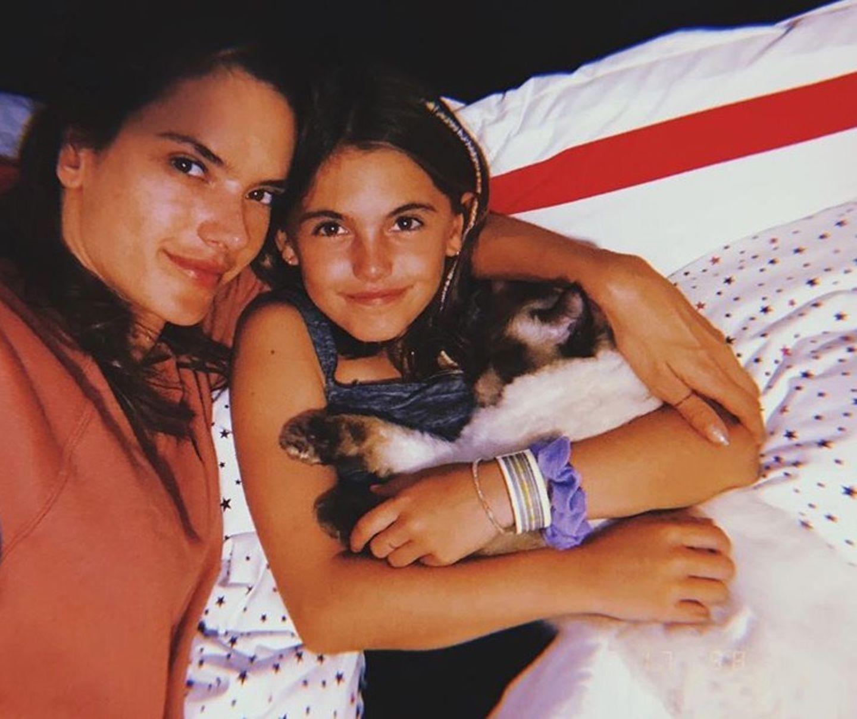 19. Juli 2018  Alessandra Ambrosio und ihre Tochter Anja wünschen eine gute Nacht.