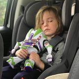 17. Januar 2018  Mama Olivia ist mit dem Auto bereits am Ziel, kann es aber nicht über sich bringen, ihrenschlafenden Sohn Otis zu wecken.