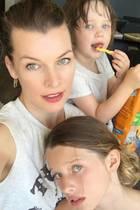 19. Juli 2018  Zeit mit der Familie verbringen: Für Milla Jovovich könnte es nichts Schöneres geben. Aber Moment mal, isst Tochter Dashiel da gerade gefrorene Pommes?